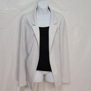White open front blazer - Suzy Shier